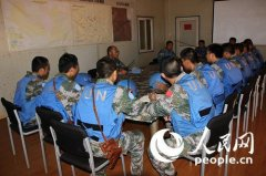 难民冲击维和军营 中国军队全副武装严阵以待
